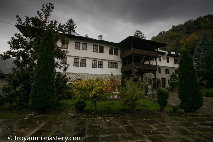 Троянски манастир Успение Богородично-село Орешак