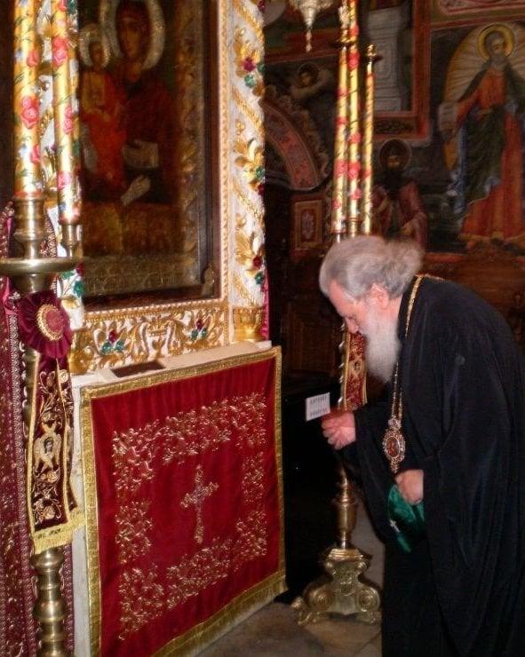 patriarh-neofit-v-troyanskata-sveta-obitel-3